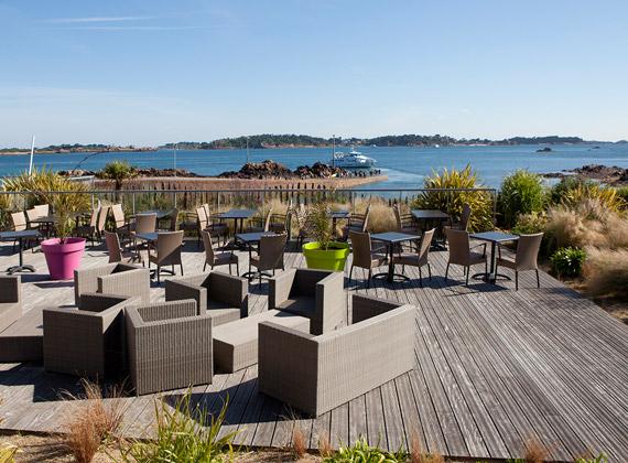 Terrasses de l'hôtel vue sur l'île de Bréhat